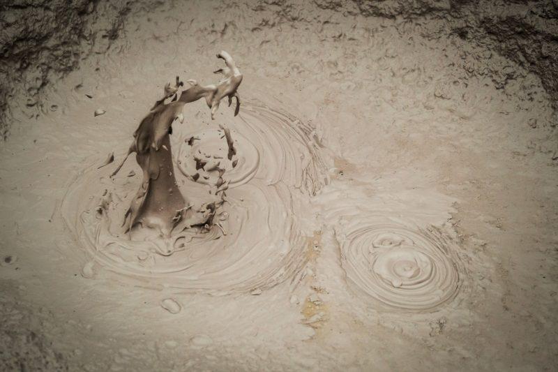 MUD SPLASHING IN MUDPOOL ROTORUA GLOOP